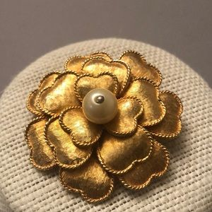Vintage gold  Coro large flower w/pearl brooch